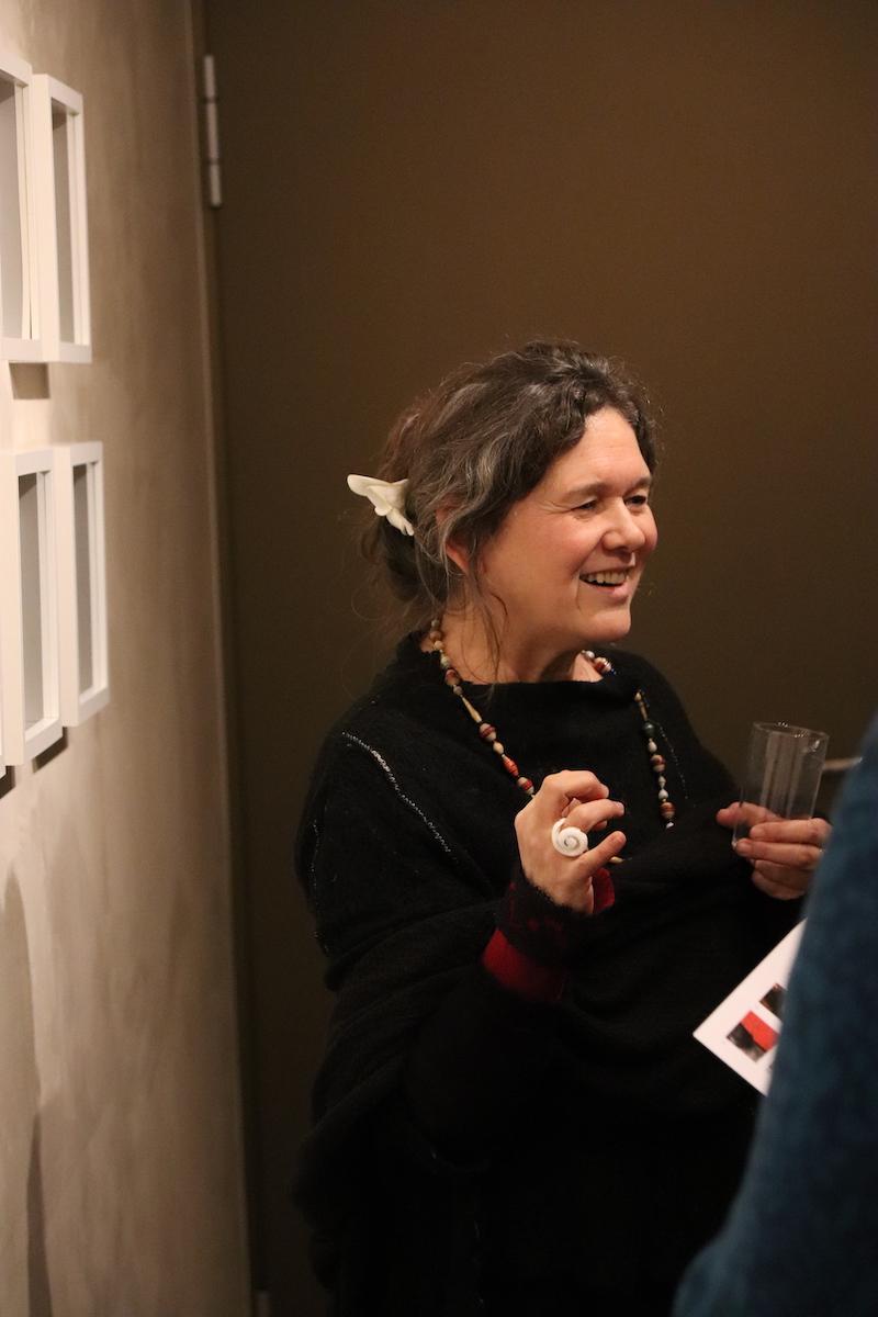 Francisca Clamer bei ihrer Vernissage von Zwölfheiten 2 - Zutaten